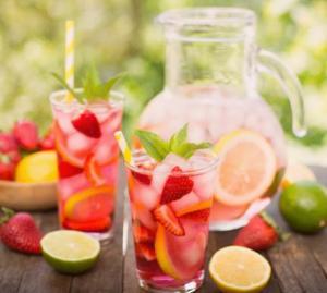 Leckere Fruchtbowlen für den Sommer