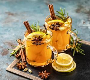 Heiß-kalte Cocktails mit Wintergewürzen
