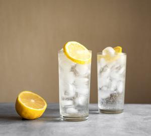 Sodawasser als neuer Filler: Spirits & Soda Cocktails